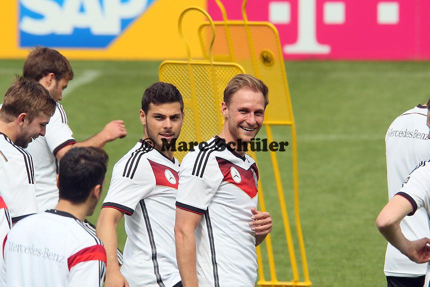 Benedikt Höwedes kann wieder lachen - Abschlusstraining der Deutschen Nationalmannschaft gegen die U20 im Rahmen der WM-Vorbereitung in St. Martin