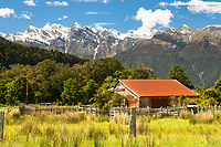 Old farming shed and Southern Alps in Whataroa Valley near Whataroa, South Westland, West Coast, New Zealand, NZ