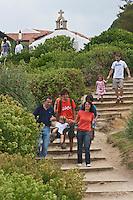 Europe/France/Aquitaine/64/Pyrénées-Atlantiques/Pays-Basque/ Bidart: Sur le sentier littoral, et chapelle sainte madeleine en fond  [Autorisation : 2011-124]