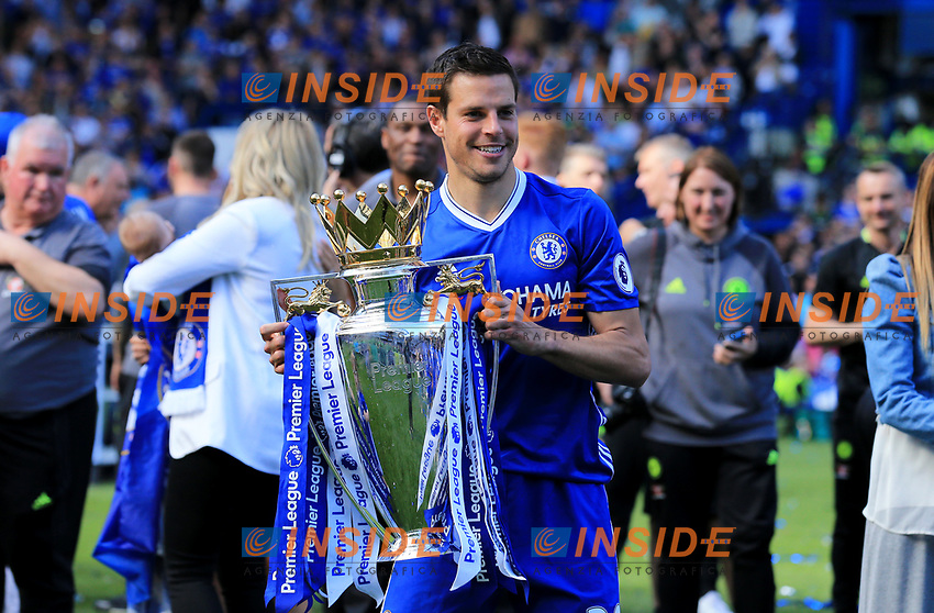 Chelsea defender Cesar Azpilicueta (28) with the Premier League Trophy during the Premier League match between Chelsea and Sunderland at Stamford Bridge on May 21st 2017 in London, England. <br /> Festeggiamenti Chelsea vittoria Premier League <br /> Foto Leila Cocker/PhcImages/Panoramic/Insidefoto