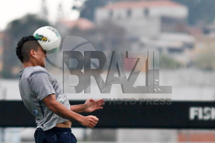 ATENÇÃO EDITOR: FOTO EMBARGADA PARA VEÍCULOS INTERNACIONAIS SÃO PAULO,SP,14 SETEMBRO 2012 - TREINO CORINTHIANS - Ralf durante treino do Corinthians no CT Joaquim Grava, no Parque Ecologico do Tiete, zona leste de Sao Paulo, na tarde desta sexta-feira 14. O time se prepara para o jogo de domingo  contra o Palmeiras  no  Estadio Paulo Machado de Carvalho (Pacamebu) valido pela 25º rodada do Campeonato Brasileiro 2012. FOTO ALE VIANNA - BRAZIL FOTO PRESS