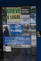 SANTOS,SP 06.10.2015 – GREVE-BANCÁRIOS - Agencia bancária tem operação normal em dia de greve da categoria no centro histórico de Santos na manhã desta terça-feira (06). A greve da categoria é uma resposta à proposta rebaixada da federação dos bancos (Fenaban) de 5,5% de reajuste para salários, PLR, vales e auxílios, que nem chega perto de cobrir a inflação de 9,88% no período (INPC) e representa perda de 4% para os trabalhadores. E nada para questões fundamentais para a categoria como melhorias nas condições de trabalho, saúde e garantia de emprego. (Foto: Flávio Hopp/Brazil Photo Press)