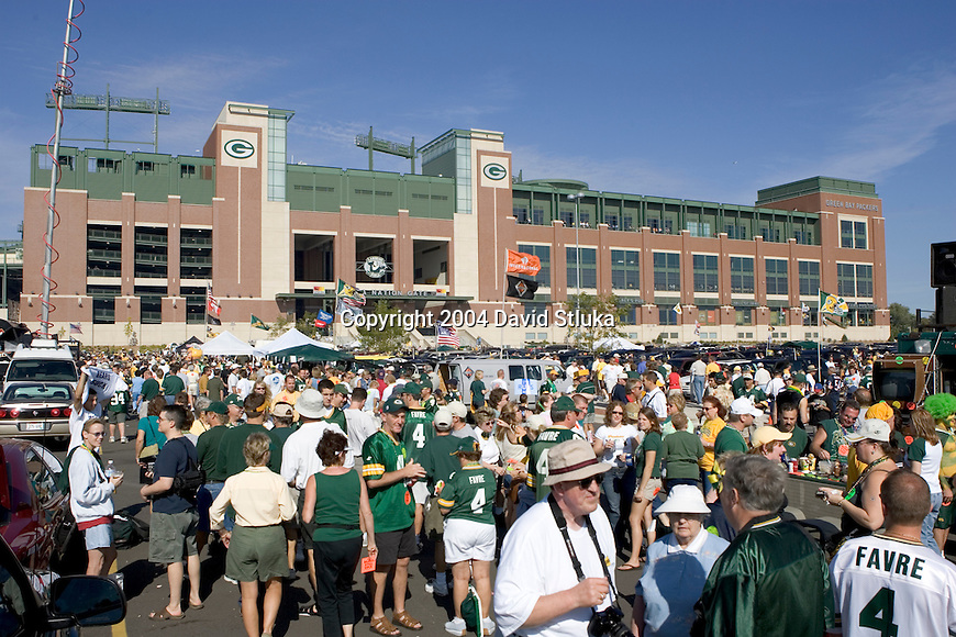 Fans outside of Lambeau Field before the Green Bay Packers game against the Chicago Bears on September 19, 2004 in Green Bay, Wisconsin. (Photo by David Stluka)