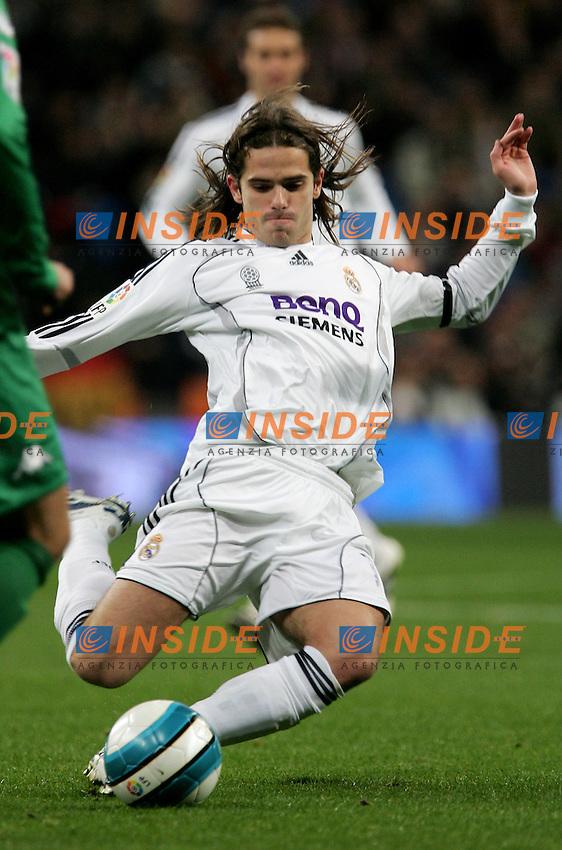 Real Madrid's Fernando Gago during Spain's La Liga match at Santiago Bernabeu stadium in Madrid, Saturday February 17, 2007. (INSIDE/ALTERPHOTOS/Alvaro Hernandez).