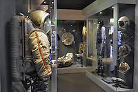 - Milano, Museo nazionale della Scienza e della Tecnica; sezione spazio; tuta spaziale sovietica<br />
