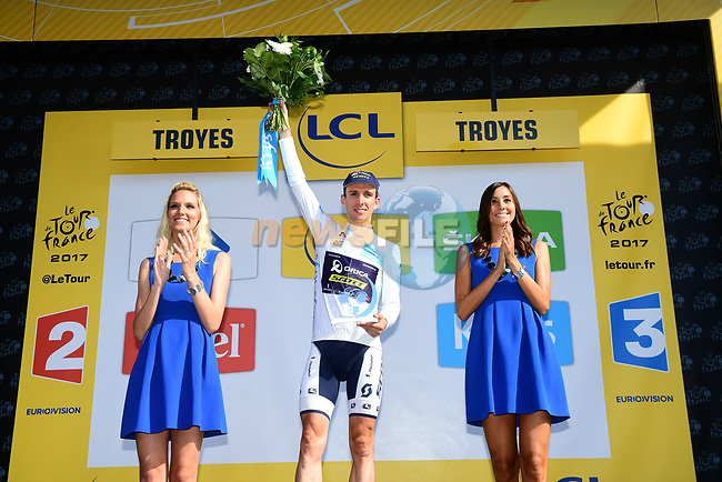 Simon Yates (GBR) Orica-Scott retains the White Jersey at the end of Stage 6 of the 104th edition of the Tour de France 2017, running 216km from Vesoul to Troyes, France. 6th July 2017.<br /> Picture: ASO/Alex Broadway | Cyclefile<br /> <br /> <br /> All photos usage must carry mandatory copyright credit (&copy; Cyclefile | ASO/Alex Broadway)
