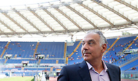 Calcio, Serie A: Roma vs Sampdoria. Roma, stadio Olimpico, 11 settembre 2016.<br /> Roma&rsquo;s president James Pallotta waits for the start of the Italian Serie A football match between Roma and Sampdoria at Rome's Olympic stadium, 11 September 2016. Roma won 3-2.<br /> UPDATE IMAGES PRESS/Isabella Bonotto