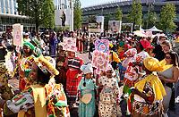 Nederland Amsterdam -  juli 2018.    Amsterdam viert 50 jaar Bijlmer. De SouthEast Parade. Deze parade wordt georganiseerd om de diversiteit van Amsterdam Zuidoost te laten zien. Groep met roots in Suriname. Reclame voor Little Miss Kwakoe.    Foto mag niet in negatieve context gepubliceerd worden.     Foto Berlinda van Dam /  Hollandse Hoogte