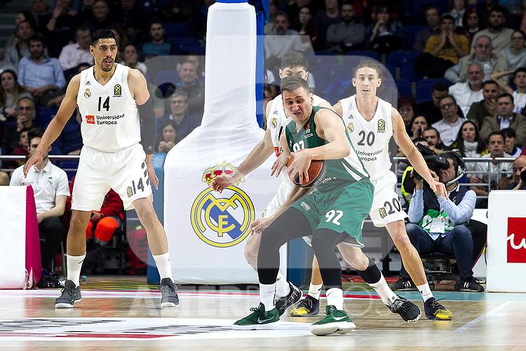 Real Madrid's Gustavo Ayon, Zalgiris' Edgaras Ulanovas and Real Madrid's Jaycee Carroll during Euroligue match between Real Madrid and Zalgiris Kaunas at Wizink Center in Madrid, Spain. April 4, 2019.  (ALTERPHOTOS/Alconada)