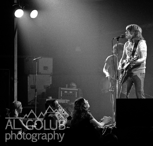 Modesto, California—Olympic Gold Ice arena—Alvin Lee-August 3, 1975—Rock'n Chair Productions Presented Ten Years After with Alvin Lee (Ric Lee on drums, Chick Churchill on Keyboard, Leo Lyons on Bass) And the Earthquakes with John Doukas – vocals, Robbie Dunbar - guitar, keyboards, backing vocals, Stan Miller - bass, backing vocals, Steve Nelson – drums, Gary Phillips - guitar, keyboards, backing vocals.  Photo by Al Golub/Golub Photography