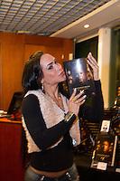 SÃO PAULO, SP - 26.09.2013: LANÇAMENTO DO IDENTIDADE FROTA - Fabiana Machado  durante o lançamento do livro Identidade Frota na Livraria Fnac de pinheiros, zona oeste de São Paulo, nesta quinta-feira(26). (Foto: Marcelo Brammer/Brazil Photo Press)