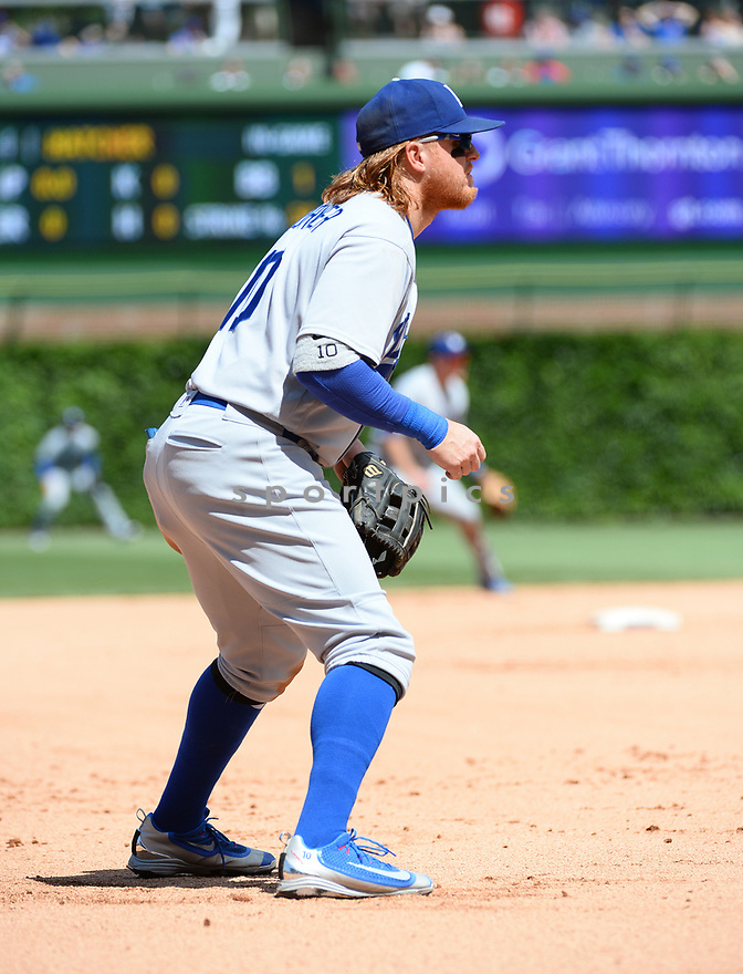 Los Angeles Dodgers Justin Turner (10) during a game against the Chicago Cubs on June 2, 2016 at Wrigley Field in Chicago, IL. The Cubs beat the Dodgers 7-2.