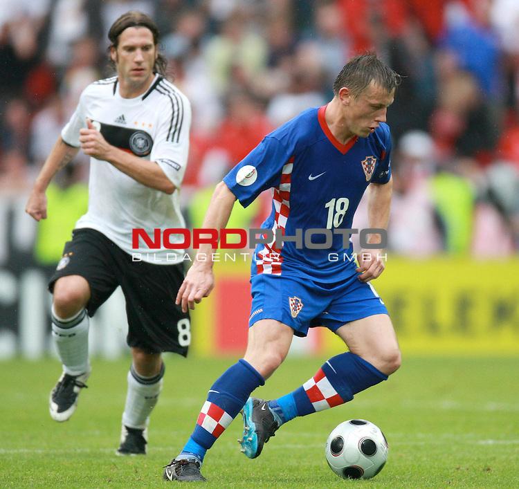UEFA Euro 2008 Group B Klagenfurt - W&ouml;rthersee Match 11  Stadion Woerthersee<br /> Kroatien ( CRO ) - Deutschland ( GER ) <br /> <br /> Ivica Olic ( Croatia / Angreifer / Forward / Hamburger SV #18 ) - Torschuetze zum 2:0 rennt Torsten Frings ( Germany / Mittelfeldspieler / Midfielder /  Werder Bremen #08) davon <br /> <br /> Foto &copy; nph (  nordphoto  )<br /> <br /> <br /> <br />  *** Local Caption ***
