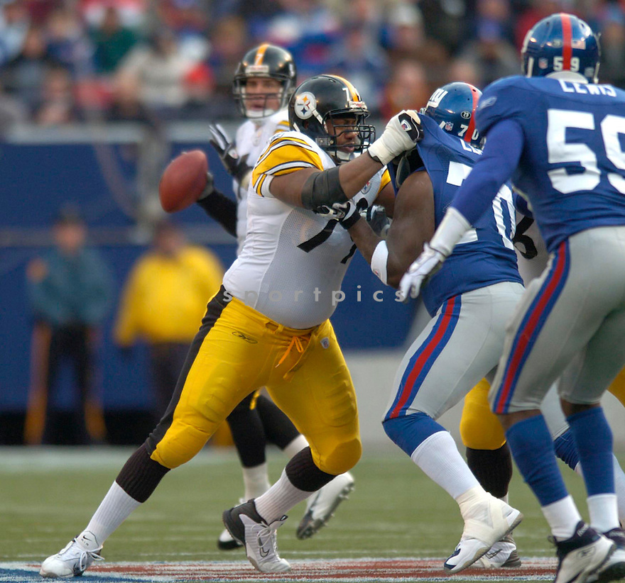 Marvel Smith during the Pittsburgh Steelers v. New York Giants game on December 18, 2004...Steelers win 33-30..David Durohchik / SportPics