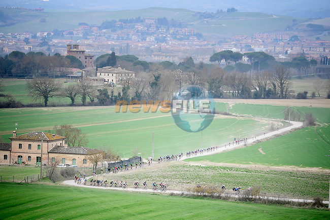 Some of the 5,000 participants of the Gran Fondo Strade Bianche 2019 tackle the gravel roads running 133km from Siena to Siena, held over the white gravel roads of Tuscany, Italy. 10th March 2019.<br /> Picture: LaPresse/Fabio Ferrari | Cyclefile<br /> <br /> <br /> All photos usage must carry mandatory copyright credit (© Cyclefile | LaPresse/Fabio Ferrari)