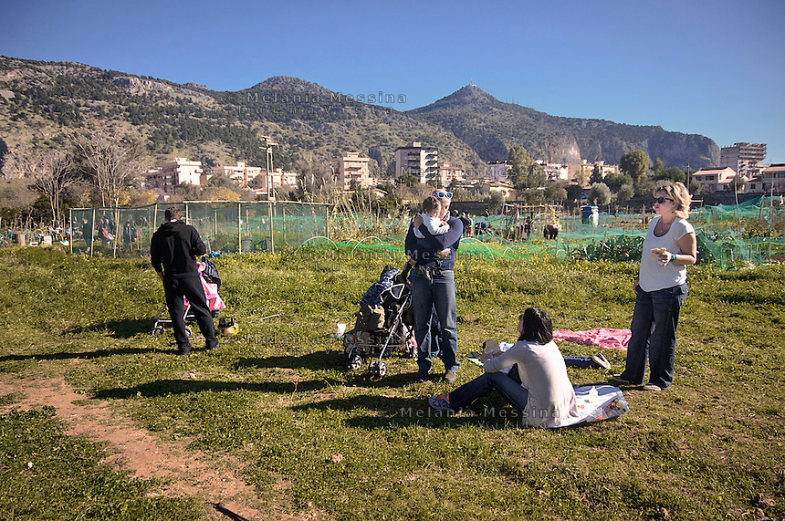 Palermo: l'orto urbano condiviso nella periferia nord, durante i weekend diviene luogo di aggregazione per le famiglie.<br />