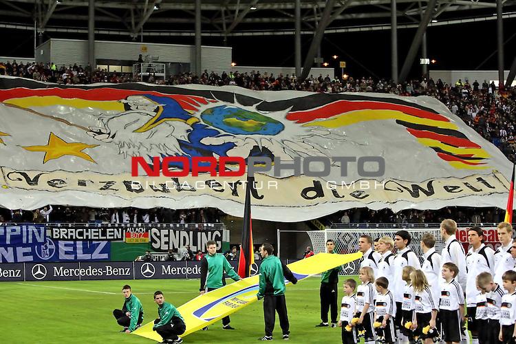 L&permil;nderspiel<br /> WM 2010 Qualifikatonsspiel Qualificationmatch Leipzig 28.03.2009 Zentralstadion Gruppe 4 Group Four <br /> <br /> Deutschland ( GER ) - Liechtenstein ( LIS )<br /> <br /> Fans entrollen ein Banner mit der Aufschrift Verzaubert die Welt.<br /> <br /> Foto &copy; nph (  nordphoto  )<br />  *** Local Caption ***