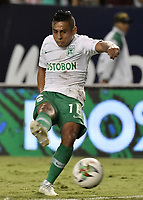 PALMIRA - COLOMBIA, 26-05-2019: Vladimir Hernandez de Nacional en acción durante el partido entre Deportivo Cali y Atlético Nacional por la fecha 4, cuadrangulares semifinales, de la Liga Águila I 2019 jugado en el estadio Deportivo Cali de la ciudad de Palmira. / Vladimir Hernandez of Nacional in action during match for the date 4, semifinal quadrangulars,, between Deportivo Cali and Atletico Nacional of the Aguila League I 2019 played at Deportivo Cali stadium in Palmira city.  Photo: VizzorImage / Gabriel Aponte / Staff