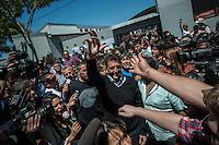 Movimento em colégio eleitoral da cidade de Buenos Aires, Argentina, neste domingo, 27. Quase 29 milhões de argentinos vão às urnas hoje para eleger 127 deputados federais e 24 senadores, além de 396 cargos do legislativo nas províncias e municípios do país. A cada 2 anos, o país renova metade da Câmara dos Deputados e um terço do Senado. (Foto: Juani Roncoroni / Brazil Photo Press).