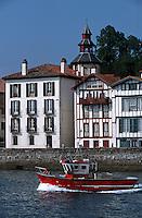 Europe/France/Aquitaine/64/Pyrénées-Atlantiques/Ciboure: Bateau de pêche rentrant au port