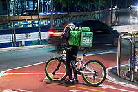 Trabalho de ciclista, entrega de alimentos Uber Eats, Sao Paulo. 2019. Foto Juca Martins