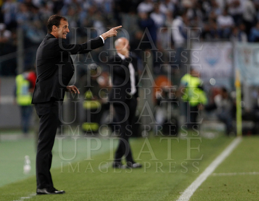 Calcio, finale Tim Cup: Juventus vs Lazio. Roma, stadio Olimpico, 20 maggio 2015.<br /> Juventus coach Massimiliano Allegri gives indications to his players during the Italian Cup final football match between Juventus and Lazio at Rome's Olympic stadium, 20 May 2015.<br /> UPDATE IMAGES PRESS/Isabella Bonotto