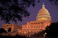 AJ2265, U.S. Capitol, Washington, DC, District of Columbia, capital, capitol, The United States Capitol Building is illuminated at night in Washington, D.C., (Congress, The House of Representatives and the Senate meet here)