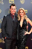 BURBANK - APR 26: Darin Brooks, Kelly Kruger at the 42nd Daytime Emmy Awards Gala at Warner Bros. Studio on April 26, 2015 in Burbank, California