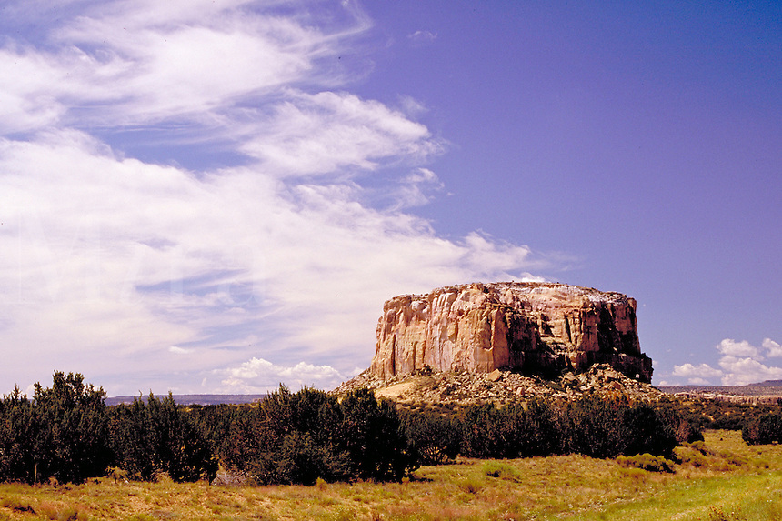 Enchanted Mesa in northwest New Mexico. geology, rock formations. Enchanted Mesa. New Mexico, Enchanted Mesa.
