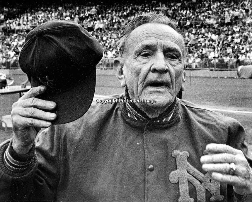 New York Met manager Casey Stengel. .(1971 photo by Ron Riesterer)