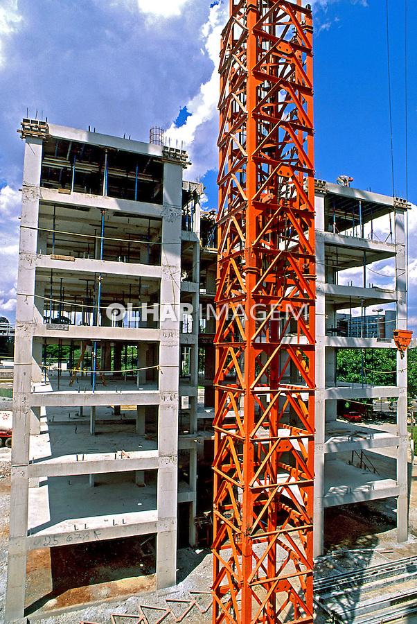 Contrução de prédio residencial na Mooca, São Paulo. 1994. Foto de Juca Martins.