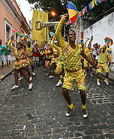 OLINDA, PE, 23.02.2014 - CARNAVAL / PERNAMBUCO / OLINDA - Folioes durante o bloco Guaiamum nas ruas do Centro Historico de Olinda, neste domingo, 23. (Foto: William Volcov / Brazil Photo Press).