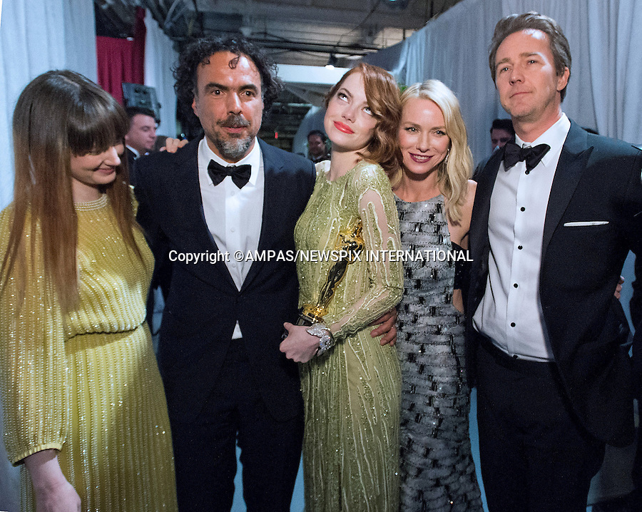 22.02.2015; Hollywood, California: 87TH OSCARS - Andrea Riseborough, Alejandro G. I&ntilde;&aacute;rritu, Emma Stone, Naomi Watts, and Edward Norton backstage with the Oscar&reg; for Best motion picture of the year, for work on &ldquo;Birdman<br />