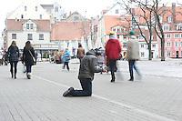 Bettler in Riga.<br />18.3.2012, Riga/Lettland<br />Copyright: Christian-Ditsch.de<br />[Inhaltsveraendernde Manipulation des Fotos nur nach ausdruecklicher Genehmigung des Fotografen. Vereinbarungen ueber Abtretung von Persoenlichkeitsrechten/Model Release der abgebildeten Person/Personen liegen nicht vor. NO MODEL RELEASE! Don't publish without copyright Christian-Ditsch.de, Veroeffentlichung nur mit Fotografennennung, sowie gegen Honorar, MwSt. und Beleg. Konto: I N G - D i B a, IBAN DE58500105175400192269, BIC INGDDEFFXXX, Kontakt: post@christian-ditsch.de<br />Urhebervermerk wird gemaess Paragraph 13 UHG verlangt.]