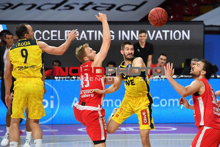 v.li:Karsten TADDA (OL),<br /> Christian SENGFELDER (BA)<br /> Braydon HOBBS (OL),<br /> Assem MAREI (BA),<br /> Aktion,Zweikampf.<br /> <br /> Basketball 1.Bundesliga,BBL, nph0001-Finalturnier 2020.<br /> Viertelfinale am 18.06.2020.<br /> BROSE BAMBERG-EWE BASKETS OLDENBURG,<br /> Audi Dome<br /> <br /> Foto:Frank Hoermann / SVEN SIMON / /Pool/nordphoto<br /> <br /> National and international News-Agencies OUT - Editorial Use ONLY