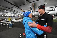 SPEED SKATING: INZELL: 08-12-2015, Max Aicher Arena, werelduurrecord Erik Jan Kooiman, felicitaties van Carien Kleibeuker, ©foto Martin de Jong