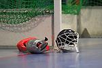 Torwart / Torhüter / Torhueter Maske / Helm liegt am Tor beim Spiel der Hockey Bundesliga Herren, TSV Mannheim - Mannheimer HC.<br /> <br /> Foto © PIX-Sportfotos *** Foto ist honorarpflichtig! *** Auf Anfrage in hoeherer Qualitaet/Aufloesung. Belegexemplar erbeten. Veroeffentlichung ausschliesslich fuer journalistisch-publizistische Zwecke. For editorial use only.