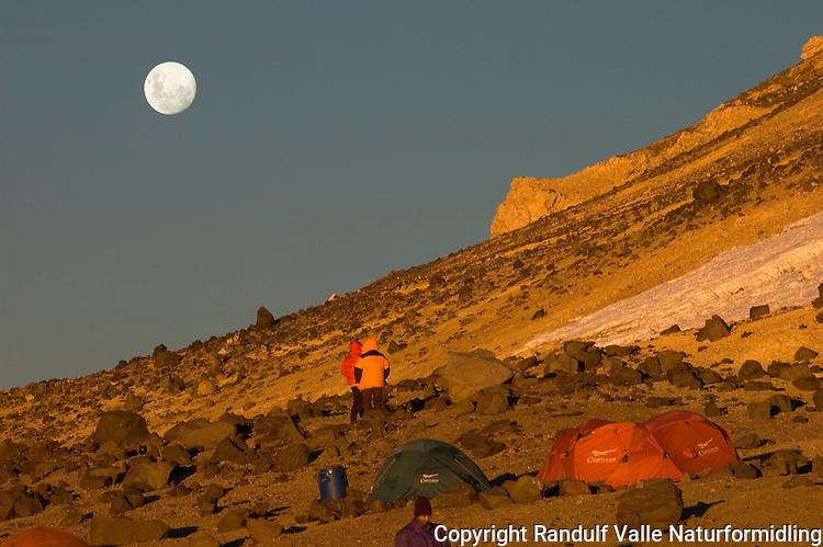 Fullmåne over Nido de Condores, Aconcagua. ---- Full moon over Nido de Condores, Aconcagua.