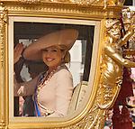 Netherlands, 21-09-2010, DEN HAAG, Prinsjesdag  , Prinses Maxima zwaait vanuit de Gouden Koets naar de oranje fans voor Paleis Noordeinde .  foto Michael Kooren/HH
