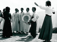 Koreaner in traditioneller Kleidung, Sunchon, Korea 1977