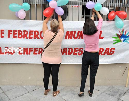 Javier Calvelo/  URUGUAY/ MONTEVIDEO/ Explanada IM/ Día Mundial de las Enfermedades Raras, que -según las estadísticas de la Organización Mundial de la Salud- padecen unas 245.000 personas en Uruguay. .En la foto: Acto por el Día Mundial de las Enfermedades Raras. Foto: Javier Calvelo /adhocfotos.2012-02-29  dia miercoles.adhocFOTOS....