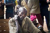 Der Bürgermeister des Dorf Zere im Norden der Zentralafrikanischen Republik, Faustin Dore, bei einer Gemeindeversammlung in dem Ort, der durch die Auseinandersetzung zwischen Christen und Muslimen fast vollständig zerstört wurde. Aufnahmedattum 11.3.2014