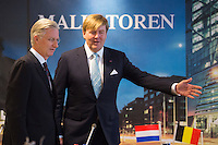 Le roi Willem-Alexander des Pays-Bas et le roi Philippe de Belgique lors d'une table ronde.<br /> Pays-Bas, La Haye, 28 novembre 2016.<br /> King Willem-Alexander of The Netherlands and King Philippe of Belgium during a round table discussion on business at the Malietoren tower in The Hague, on the second day of a three-day State visit of the Belgian royal couple to The Netherlands, Tuesday 29 November 2016.