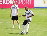 Jerome Boateng (Deutschland Germany) mit Julian Brandt (Deutschland Germany) - 31.05.2018: Training der Deutschen Nationalmannschaft zur WM-Vorbereitung in der Sportzone Rungg in Eppan/Südtirol