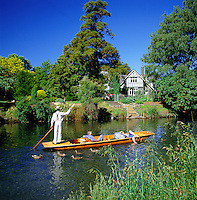 New Zealand, South Island, Christchurch: Punting along the River Avon | Neuseeland, Suedinsel, Christchurch: Bootsfahrt auf dem Avon River