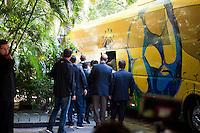 SAO PAULO, SP, 07.06.2015 - FUTEBOL-SELEÇÃO - A Seleção Brasileira de futebol deixa o Hotel Trivoli região dos Jardins, nesse domingo 07. A equipe enfrenta logo mais o México no Allianz Parque.  (Foto: Gabriel Soares/ Brazil Photo Press)