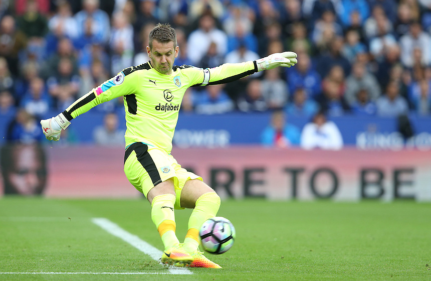 Burnley's goalkeeper Thomas Heaton<br /> <br /> Photographer Stephen White/CameraSport<br /> <br /> The Premier League - Leicester City v Burnley - Saturday 17th September 2016 - King Power Stadium - Leicester <br /> <br /> World Copyright &copy; 2016 CameraSport. All rights reserved. 43 Linden Ave. Countesthorpe. Leicester. England. LE8 5PG - Tel: +44 (0) 116 277 4147 - admin@camerasport.com - www.camerasport.com