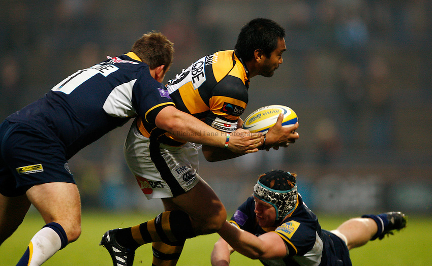 Photo: Richard Lane/Richard Lane Photography. Leeds Carnegie v London Wasps. Aviva Premiership. 31/10/2010.  Wasps' Steve Kefu attacks.