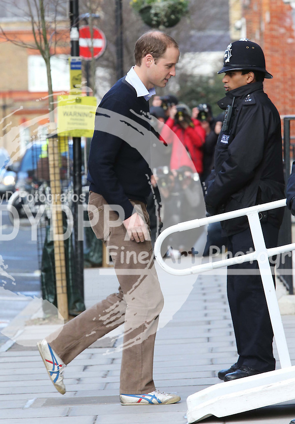 Prince William arriving at  the King Edward VII hospital in London, as Duchess of Cambridge spends third  day in hospital, Wednesday, 5th December 2012  Photo by:  Stephen Lock / i-Images / DyD Fotografos