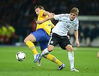 Fussball International  WM Qualifikation 2014   16.10.2012 Deutschland - Schweden Kim Kaellstroem (li, Schweden) gegen Toni Kroos (Deutschland)